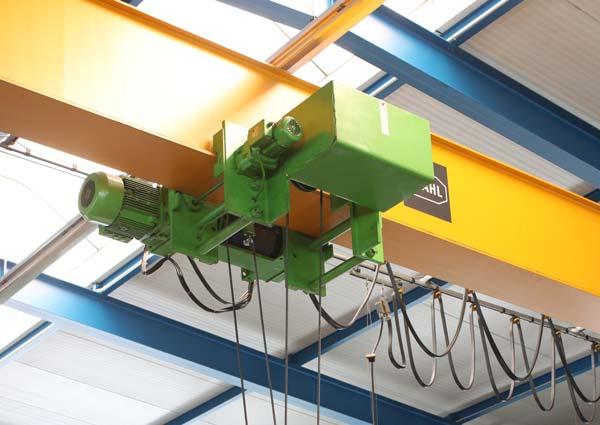 10 Tonnen Brückenkran in der großen Lagerhalle in Hochmössingen